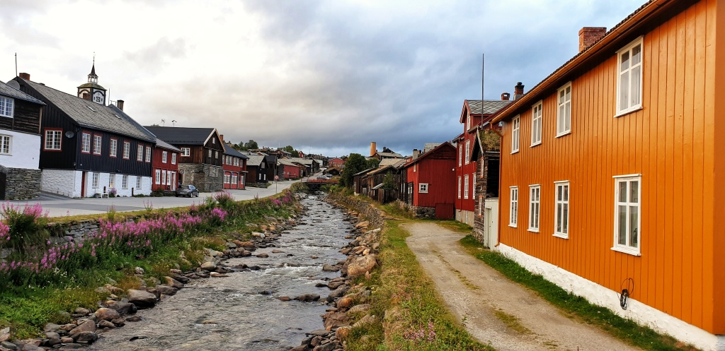 A small river surrounded by colourful wooden houses in Røros.