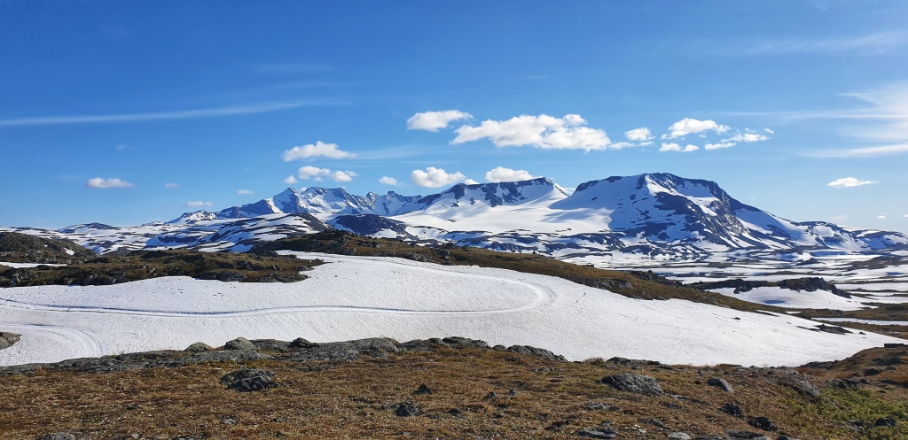 Lots of snow on Sognefjellet in July 2020